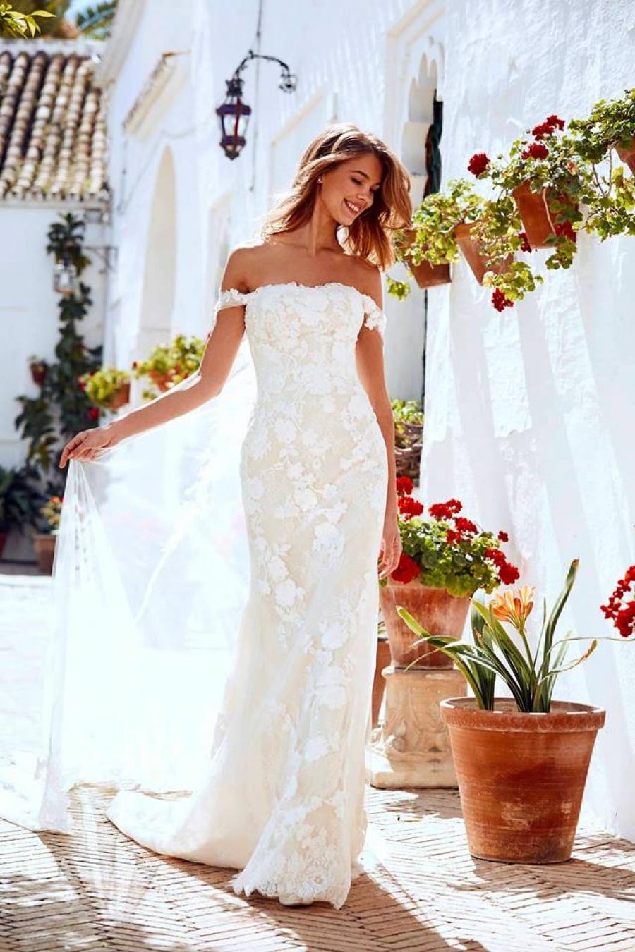 d5a461d868f8 Vera Wang Wedding Dress Sample Sale 2018 - raveitsafe